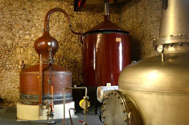 Les alambics de la Distillerie du Vercors : Belle et Nautilus par Angela Bolis